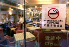 <p>Un ristorante in cui è vietato funmare a Hong Kong. REUTERS/Kin Cheung</p>