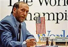 <p>Foto de archivo del ex campeón de ajedrez Bobby Fischer (1/18/08). El genial Bobby Fischer, el primer y único campeón mundial de ajedrez estadounidense y quien alguna vez fue apodado el 'Mozart' de la disciplina, murió en Islandia a los 64 años. Photo by Ivan Milutinovic/Reuters</p>