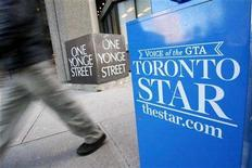 <p>A pedestrian walks past a Toronto Star newspaper box in front of the Toronto Star building at One Yonge Street in Toronto January 18, 2008. The Toronto Star reached a tentative agreement with its unionized employees on Saturday to avoid a strike, after six day of mediated negotiations. REUTERS/Mark Blinch</p>