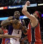 <p>Amare Stoudemire marcou 28 pontos para garantir ao Phoenix Suns, no domingo, uma vitória por 116 a 92 sobre o New Jersey Nets, a quinta consecutiva da equipe em casa. Photo by Jeff Topping</p>