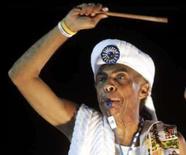 <p>Gilberto Gil (foto de arquivo) vai continuar a caminhada pelo mundo digital e pretende lançar o novo álbum 'Banda Larga Cordel' pela Internet, após ter anunciado, nesta segunda-feira, uma parceira com o site de vídeos YouTube para aumentar a divulgação de sua música na web. Photo by Paulo Whitaker</p>