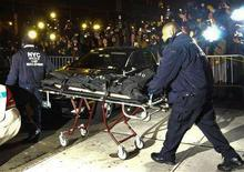 <p>New York City Police carry the body of actor Heath Ledger from his apartment in New York, January 22, 2008. REUTERS/Marko Georgiev</p>