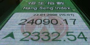 <p>As bolsas asiáticas tiveram um dia de recuperação nesta quarta-feira após o maior corte em 20 anos na taxa de juros pelo Federal Reserve no dia anterior, mas os medos de recessão ainda pairavam sobre alguns mercados, reduzindo seus ganhos. Photo by Bobby Yip</p>