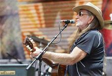 "<p>Willie Nelson performs during the 2007 ""Farm Aid"" concert in New York September 9, 2007. REUTERS/Lucas Jackson</p>"