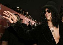 "<p>Slash waves as he arrives at the Spike TV's ""Scream 2007"" show at the Greek theatre in Los Angeles October 19, 2007. Slash says the group is planning a significantly shorter turnaround for Velvet Revolver's third album. REUTERS/Mario Anzuoni</p>"