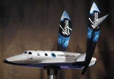 <p>Un modellino della SpaceShipTwo. REUTERS/Chip East (UNITED STATES)</p>