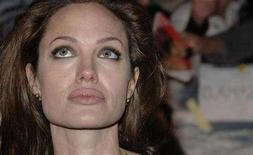 "<p>Angelina Jolie poses at the premiere of ""Beowulf"" in London, November 11, 2007. Eyes like Katie Holmes, the sultry pout of Jolie and a body like Jessica Biel make the perfect woman -- at least in the opinion of plastic surgery patients in Beverly Hills. REUTERS/Anthony Harvey</p>"