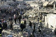 """<p>Место подрыва взрывного устройства в городе Мосул на севере Ирака 24 января 2008 года. Силы безопасности Ирака готовы к решающей фазе противостояния с экстремисткой сетью """"аль-Каида"""" - для этого им нужно выбить боевиков из их последнего оплота, находящегося на севере страны, сообщил премьер-министр Ирака Нури аль-Малики в пятницу. (REUTERS/Stringer)</p>"""