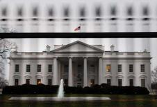 <p>Um homem foi preso nesta segunda-feira por fazer uma ameaça verbal contra o presidente dos Estados Unidos, George W. Bush, fora da cerca na Casa Branca, informou o Serviço Secreto. Foto de frente da Casa Branca, em Washington, 28 de janeiro. Photo by Jonathan Ernst</p>