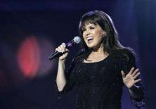 <p>Marie Osmond performs during an Osmond 50th anniversary show at the Orleans hotel-casino in Las Vegas, Nevada August 13, 2007. Osmond has joined forces with distributor Program Partners for an hour-long entertainment/lifestyle talk show targeted to launch in fall 2009. REUTERS/Steve Marcus</p>