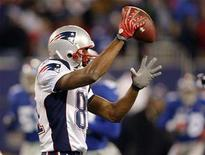 <p>New England Patriots' Randy Moss celebrates a touchdown against the New York Giants during the fourth quarter of their game in East Rutherford, New Jersey December 29, 2007. REUTERS/Gary Hershorn</p>