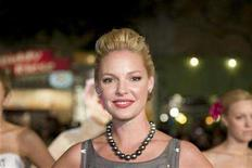 "<p>Actress Katherine Heigl poses on the red carpet of the premiere of ""27 Dresses"" in Los Angeles, California January 7, 2008. REUTERS/Hector Mata</p>"