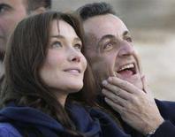 <p>Il presidente francese Nicolas Sarkozy con l'ex modella Carla Bruni durante la vacanza al Cairo a dicembre. REUTERS/Nasser Nuri</p>