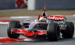 <p>O piloto britânico Lewis Hamilton sofreu com o racismo de torcedores espanhóis durante testes no circuito de Montmelo, em Barcelona, informou a imprensa local neste domingo. Na foto Hamilton treina em Montmelo, 3 de fevereiro. Photo by Albert Gea</p>