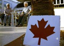 <p>Doug Bushey (R) and his wife Kanwal of Kamloops, British Colombia, Canada enjoy the afternoon outside their mobile home in Mesa, Arizona in this February 1, 2008 picture. REUTERS/Rick Wilking</p>