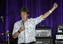 <p>British singer Paul McCartney answers journalists on the stage of Olympia concert hall in Paris October 22, 2007. REUTERS/Charles Platiau</p>