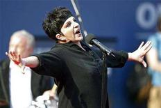 <p>Liza Minnelli performs before the start of the men's final at the U.S. Open tennis tournament in Flushing Meadows, New York, September 9, 2007. REUTERS/Ray Stubblebine</p>