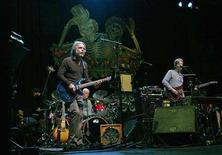 "<p>Guitarist Bob Weir (L) and Phil Lesh (R), two of the remaining living members of the band ""The Grateful Dead"", perform a sound check at the Warfield Theatre in San Francisco, California, February 4, 2008. The pair, along with percussionist Mickey Hart, will perform as ""Deadheads for Obama"", a benefit concert for US Democratic Presidential candidate Barack Obama. REUTERS/Robert Galbraith</p>"