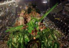 <p>A escola de samba Beija-Flor faz sua apresentação no segundo dia de desfiles no Rio de Janeiro. Última escola a desfilar na segunda-feira, a Beija-Flor pode mais uma vez chegar em primeiro no carioca, depois de levar para a avenida animação, luxo, criatividade nas coreografias e o melhor refrão do dia. Photo by Stringer</p>
