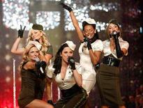 <p>The Spice Girls perform at the Victoria's Secret Fashion Show 2007 in Hollywood, November 15, 2007. The Spice Girls said sorry to disappointed fans on Wednesday for cutting short their reunion tour and denied it was hit by bitter in-fighting. REUTERS/Mario Anzuoni</p>