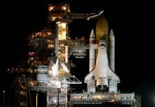 <p>Lo space shuttle Atlantis al Kennedy Space Center a Cape Canaveral, in Florida. REUTERS/Joe Skipper (UNITED STATES)</p>
