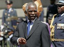 <p>O presidente da África do Sul, Thabo Mbeki (foto), disse na sexta-feira não ter dúvida sobre a capacidade de seu país de organizar a Copa do Mundo de 2010 apesar de uma crise de energia iniciada pouco depois da virada do ano. Foto do presidente na Cidade do Cabo, 8 de fevereiro. Photo by Howard Burditt</p>