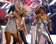 <p>Beyonce (L) performs with Tina Turner (R) at the 50th Annual Grammy Awards in Los Angeles February 10, 2008. REUTERS/Mike Blake</p>