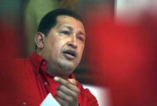 <p>O presidente venezuelano Hugo Chávez durante reunião com parentes de reféns das Forças Armadas Revolucionárias da Colômbia. Chávez ameaçou suspender o fornecimento de petróleo aos Estados Unidos. Photo by Reuters (Handout)</p>