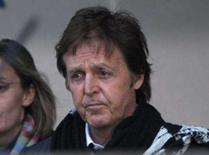 <p>Paul McCartney e Heather Mills ficaram cara a cara na segunda-feira, em meio a um dos maiores e mais amargos processos de divórcio da história do showbusiness -- em jogo: uma fatia da imensa fortuna que o músico amealhou como integrante dos Beatles. Photo by Kieran Doherty</p>