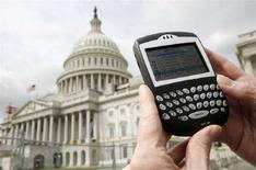 <p>Un Blackberry a Washington. REUTERS/Jim Young (UNITED STATES)</p>