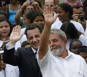 <p>O presidente brasileiro, Luiz Inácio Lula da Silva (direita), e o presidente francês, Nicolas Sarkozy, em Saint-Georges de L'oyapock, Guiana Francesa. Lula e Sarkozy discutem defesa e exploração de ouro na Guiana. Photo by Jamil Bittar</p>