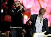 <p>British band The Who's Roger Daltry (L) and Pete Townshend perform during the Glastonbury music festival in Somerset, south-west England, June 24, 2007. REUTERS/Dylan Martinez</p>
