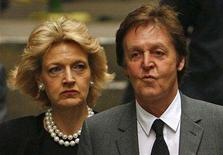 <p>Britain's Paul McCartney (R) arrives with his lawyer Fiona Shackleton at the High Court in London February 15, 2008. REUTERS/Dylan Martinez</p>