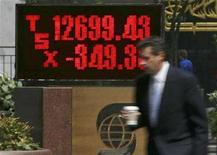 <p>A man walks past a sign showing the results of the Toronto Stock Exchange in Toronto August 16, 2007. REUTERS/Peter Jones</p>