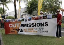 <p>Attivsiti Wwf alla Conferenza Onu sui cambiamenti climatici nel dicembre scorso a Bali. REUTERS/Supri (INDONESIA)</p>