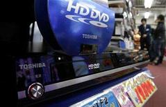 <p>Toshiba Corp's HD DVD player is displayed at an electronic shop in Tokyo's Akihabra district February 17, 2008. REUTERS/Yuriko Nakao</p>