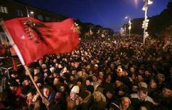 <p>Косовские албанцы празднуют провозглашение независимости от Сербии в центре Приштины 17 февраля 2008 года. Парламент Косово провозгласил независимость края в ходе внеочередного заседания в воскресенье, объявив Косово суверенным демократическим государством. (REUTERS/Hazir Reka)</p>