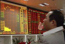 <p>A maior parte das bolsas de valores asiáticas encerrou a segunda-feira em queda depois que dados sobre o consumo nos EUA desencadearam novas preocupações sobre o poder de compra do norte-americano. O petróleo passava dos 96 dólares o barril e outras commodities também avançavam. Photo by China Daily</p>