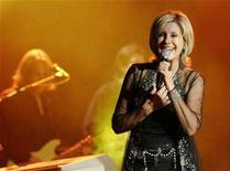 <p>Olivia Newton-John performs during a concert in Singapore April 27, 2007. Newton-John plans to walk along the Great Wall of China to raise money for a cancer charity, with celebrities from around the world planning to join the trek, she told reporters on Tuesday. REUTERS/Sulastri Osman</p>