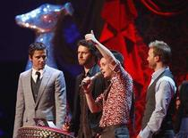 <p>British group Take That celebrate after winning the Best British Single award at the Brit Awards at Earls Court in London February 20, 2008. REUTERS/Alessia Pierdomenico</p>