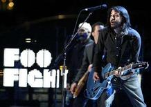 "<p>Dave Grohl leads the Foo Fighters as they perform ""The Pretender"" at the 50th Annual Grammy Awards in Los Angeles February 10, 2008. REUTERS/Danny Moloshok</p>"
