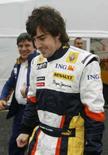 <p>Piloto espanhol da Renault Fernando Alonso caminha nos boxes do circuito da Catalunha durante testes de pré-temporada da Fórmula 1. Photo by Albert Gea</p>