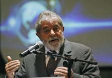 <p>O presidente Luiz Inácio Lula da Silva cobrou compromisso dos países ricos com o Protocolo de Kyoto e disse que eles terão que pagar para os países pobres conservarem o meio ambiente. Na foto, Lula discursa em fórum climático do G8 em Brasília, 21 de fevereiro. Photo by Jamil Bittar</p>