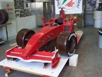 <p>La Ferrari interamente di cioccolato in mostra a Napoli questo weekend. REUTERS HANDOUT</p>