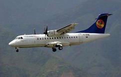 <p>Avião da companhia Santa Barbara de modelo similar ao que sofreu uma queda nos Andes, em imagem de arquivo. Todos os 46 ocupantes que estavam a bordo da aeronave morreram, segundo autoridades venezuelanas. Photo by Reuters (Handout)</p>