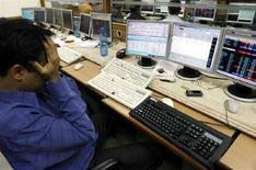 <p>Un broker al lavoro. REUTERS/Arko Datta</p>