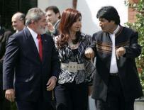 <p>Bolívia vai propor redistribuição de cotas de gás--jornal. O presidente boliviano, Evo Morales, vai propor neste sábado uma redistribuição de suas exportações de gás para Argentina e Brasil para poder atender a crescente demanda energética dos países. 23 de fevereiro. Photo by Enrique Marcarian</p>