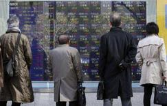 <p>As bolsas de valores da Ásia tiveram uma segunda-feira de alta, com o índice japonês Nikkei registrando a maior valorização em seis semanas depois que rumores sobre auxílio a uma resseguradora de títulos norte-americana afastaram temores sobre perdas relacionadas ao crédito no setor financeiro. Photo by Kim Kyung-Hoon</p>