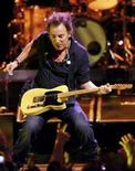 <p>U.S. musician Bruce Springsteen and The E Street Band perform during a concert at the Oslo Spectrum December 4, 2007. REUTERS/Cornelius Poppe/Scanpix Norway</p>