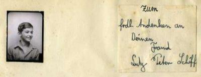 <p>Fotografia de Peter Schiff, jovem mencionado por Anne Frank em seu diário, é visto em cartão enviado por ele aos seu colega de escola, Ernst Michaelis, em imagem de divulgação. A foto de Peter, que Anne Frank chamava de meu 'verdadeiro amor', começará a ser exibida em Amsterdã. Photo by Reuters (Handout)</p>